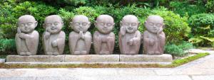 Emotions variées, moines japonais en pierre